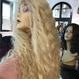 Accessories - Wig Swisslace Long Blonde Color 613 Curly Wavy